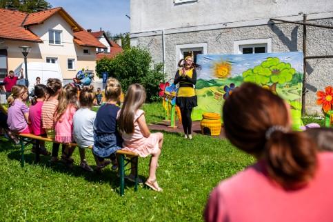 Trobla Velike Lašče | Trški dan - predstava Čebelici Tinka in Tonka